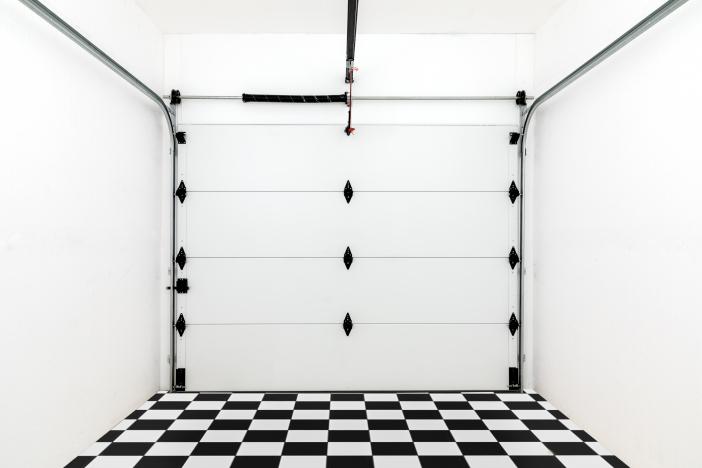 Donnez du style aux portes de garage avec la nouvelle Quincaillerie noire de Torque Force
